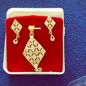 Pendant with earrings